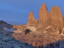 Las Torres del Paine au lever de soleil